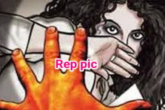 10 yrs old Girl ke Sath Rape karne ka Cousin par Aarop 3 Arrested at Tardeo police station