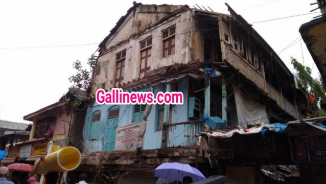 Building Portion collapse at Near Kurla Station