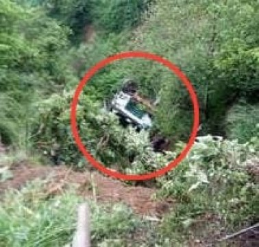15 dead 19 Injured Mini Bus giri Khaai mai Jammu and Kashmir