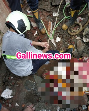 Public Toilet Collapse in Kurla 1 lady trapped