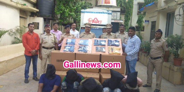 25 lakh se zyada ka bramded readymade garments churane wale 5 log arrested by Thane rural police