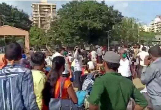 2 Shramik Trains Cancelled Hundreds of Migrant Gather in Hope to Go Home Report