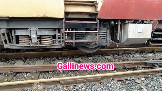 3 Coach Derailed at Vasai Railway Station