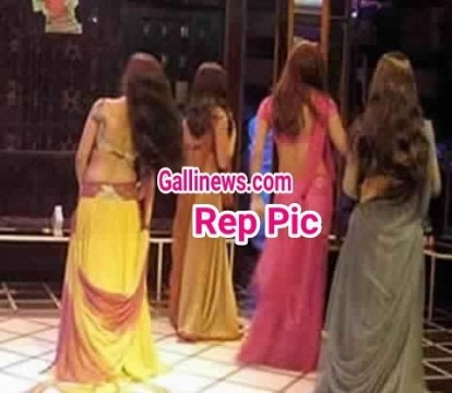 3 obscene bar Dance par Raid at Andheri East