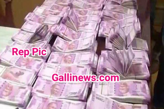4 Crore Cash amount in a Car seized at Worli by Police and Election Commission