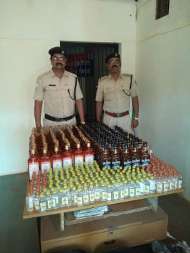 86 Thousand ki Goa Made 562 bottles illegal daru seized kiya Train se Railway Police ne