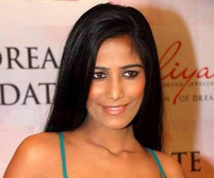 Actress Model Poonam Pandey Hui Giraftaar