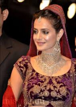 Ameesha Patel ko Ranchi Court ne Arrest Warrant issue kiya Cheating and Cheque bounce case main