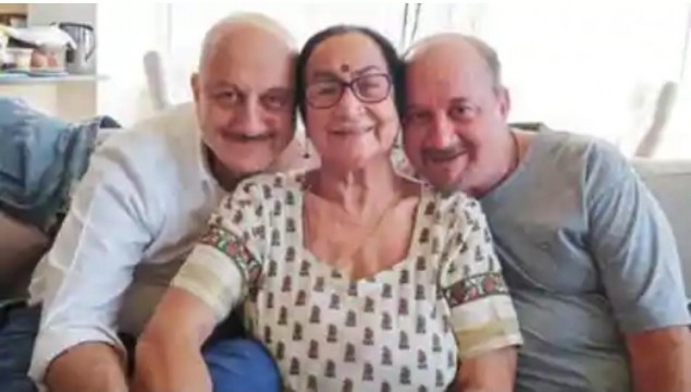 Anupam Kher ke 4 family members covid 19 positive