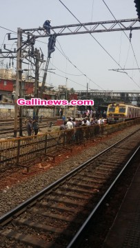 Due to technical failure between Bandra and Mahim junction,