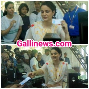Bollywood Actress Kangana Ranaut CSMT Station par Ticket beche Film Promotion ke liye