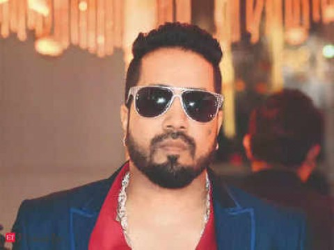 Bollywood Singer Mika Singh Banned in Indian Film Industry