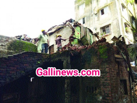 Building Collapsed at Islampur area in bhiwandi No Injurey reported