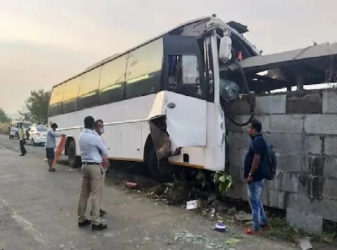 Bus Accident in Navi Mumbai 15 Injured including driver