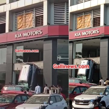 Car Showroom ke first Floor se giri Brand new Car at Navi Mumbai Viral Video