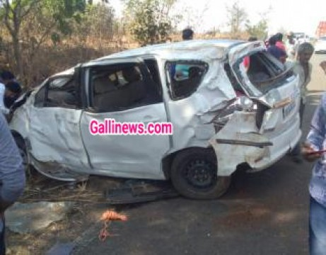 Car accident main 2 college students ki death 7 injured at Barvi dam road Badlapur