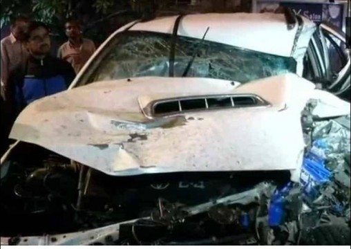 Car ne Maari 5 Vehicles ko Takkar in Delhi