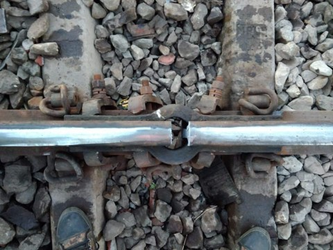 Central Local Railway traffic Disrupted due to Crack in Track Near Kurla