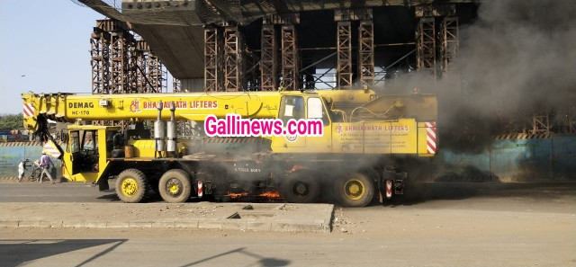 Traffic Alert  Ghatkopar Mankhurd link road one side colsed due to Fire in Crane