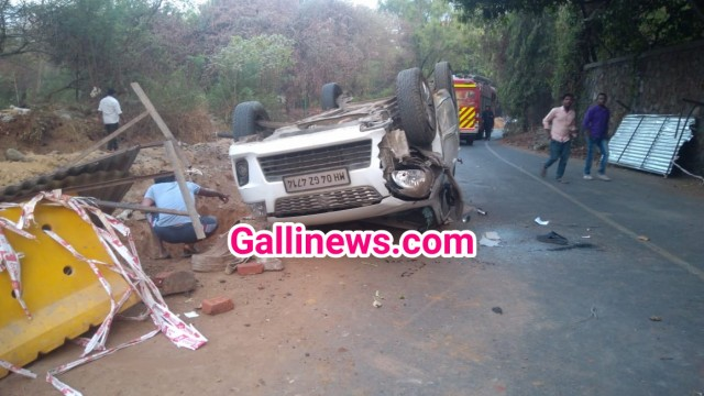 Drainage line ke liye Road side khode hue Khadde main giri car 1 dead at Thane