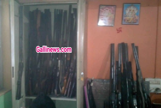 Ek ghar main 55 rifles baramad hui aaropi arrested at Satara