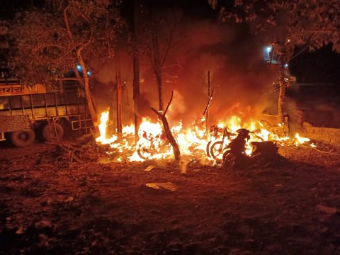 Fire in 15 to 20 Bike In a Garage in Daighar Shilphata Mumbra area