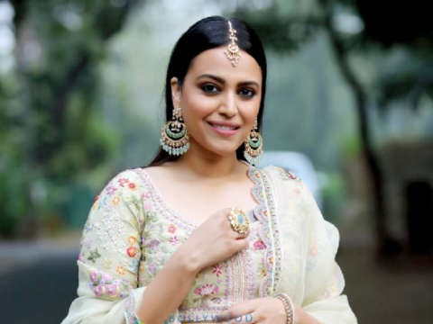 Gorgeous Actress Swara Bhaskar Celebrate Her 33rd Birthday