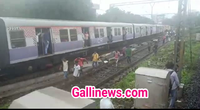 Harbour Local Train Disrupted between Cotton Green and Sewri station