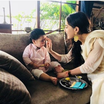 Here are some throwback pictures from Sara Ali Khan and Taimur Ali Khan Raksha Bandhan ceremony