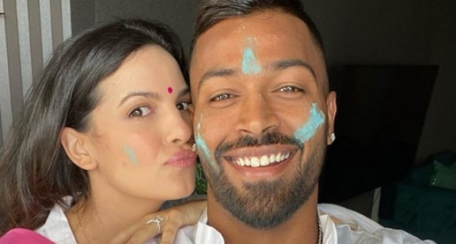 Holi 2020 Natasa Stankovic plants a kiss on beau Hardik Pandyas cheeks as they celebrate the festival