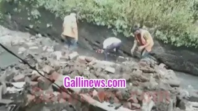 House wall Collapse Live Video At Mumbra Rashid Compound No Casualty
