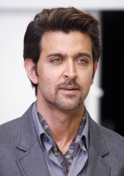 Bollywood Actor Hrithik Roshan par Cheating Case Darj by Hyderabad police