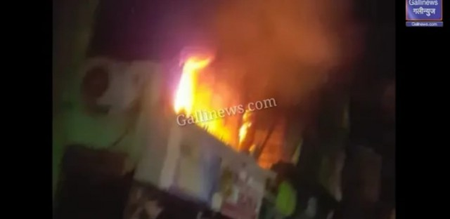 Huge Fire in 7 Bunglows Versova Road
