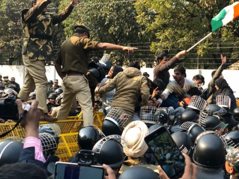 Jamia Students par Lathi Charge Alleged Students