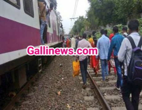 Kalyan - Kasara ke beech Over head Wire tootne se Central Railway Affected