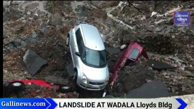 Landslide At Wadala Lloyds Building Parking Area ki 6 Car Dhas Gaye
