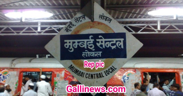 Local Railway Station ke Palteform roof par kam kar rahe labour ki girne se hui death at Mumbai Central Station