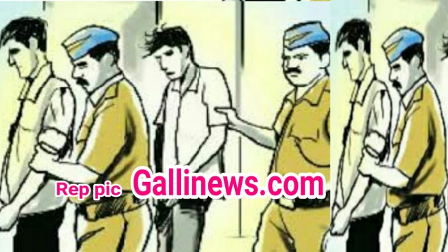 Mobile chori ke shak main ek aadmi ko jaan se maar diye 3 person arrested Vikhroli
