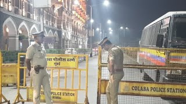 Mumbai Police Lock Down Gateway Of India after Candle Light