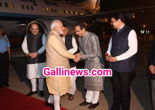 PM Modi se mile Maharashtra CM Uddhav Thackeray at Pune Airport