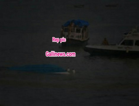 Police Boat Capsizes at girgaum chowpatty 6 police personnel rescued all safe