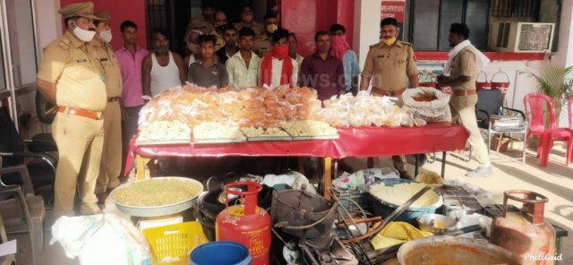 2 Quintel Jalebi 1050 Samosa seize kiya Unnao Police ne Covid Norms Violation case main 10 Arrest at Uttar Pardesh