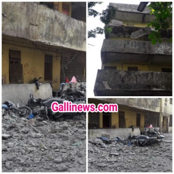 Railway Quarters ki building ke Terrace ka slab girne se 8 bikes hui damage Naupada Thane