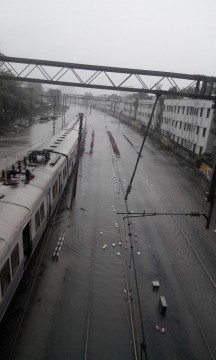 Railway Tracks flooded with Water Between MatungaRoad & Mahim