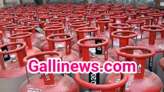 Rasooi Gas ke rate badha Without subsidy by Rs 6 with subsidy by Rs 0.29 in Mumbai