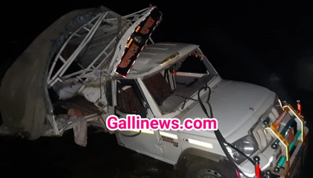 River Bridge se Labour se bhari Pick Up Van girne se 7 dead 15 injured at Dhule North Maharashtra