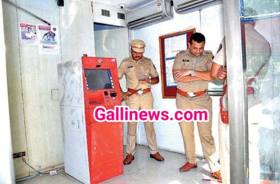 Rs 22 Lac ki chori ICICI Bank ki ATM Machine hi utha legaye chor at Dhule City