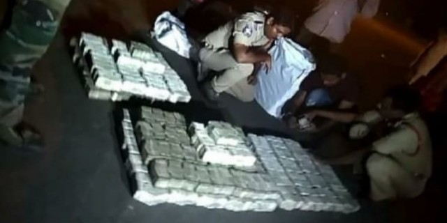 Rs 10 crore cash Siezed at Maharashtra Telangana Border near Pipparawada Toll naka