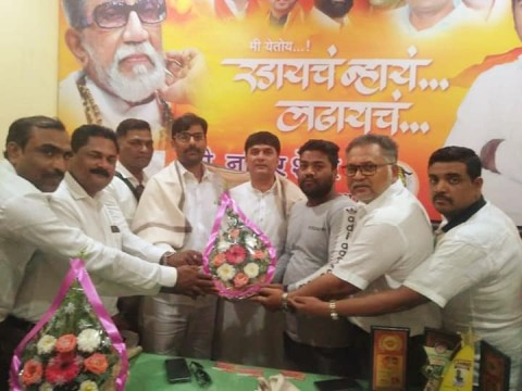 Shiv Sena Luring Muslims by Offering Post in Newly Formed Kamgar wing after Haji Arfat Dissolve Shiv Vahtuk Sena