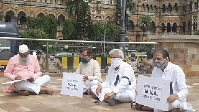 Silent Protest At CST By Congress Adv Yusuf ABRAHNI and NCP Naseem Siddique on BAKRA issue